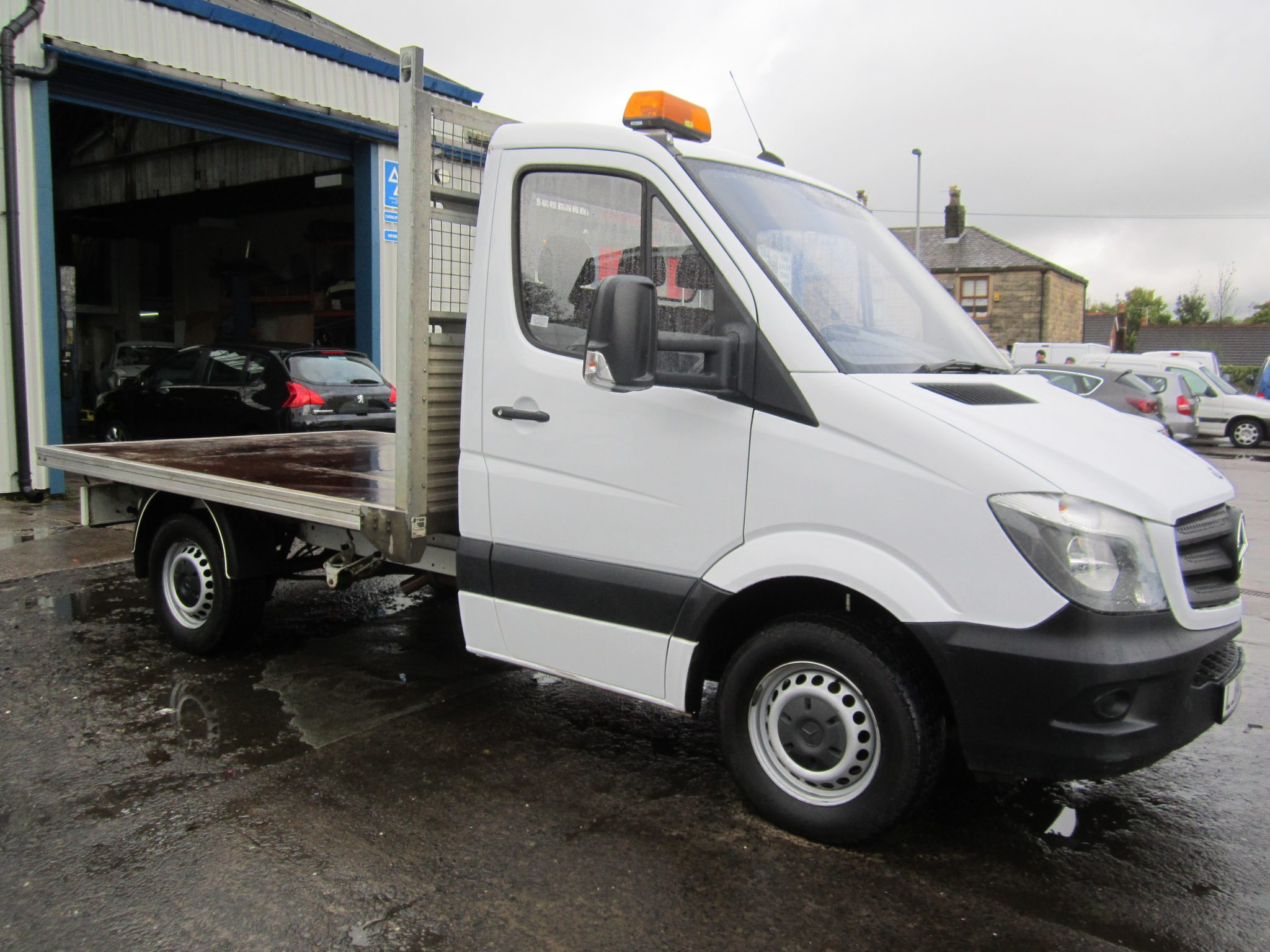 SPRINTER 313 CDI SHORT CHASSIS CAB WITH FLAT BED
